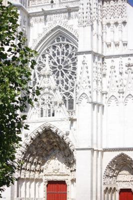 Auxerre, Burgund, Frankreich, Gotik, Kirche, verwendet in|Kalender 2010, Yvonne